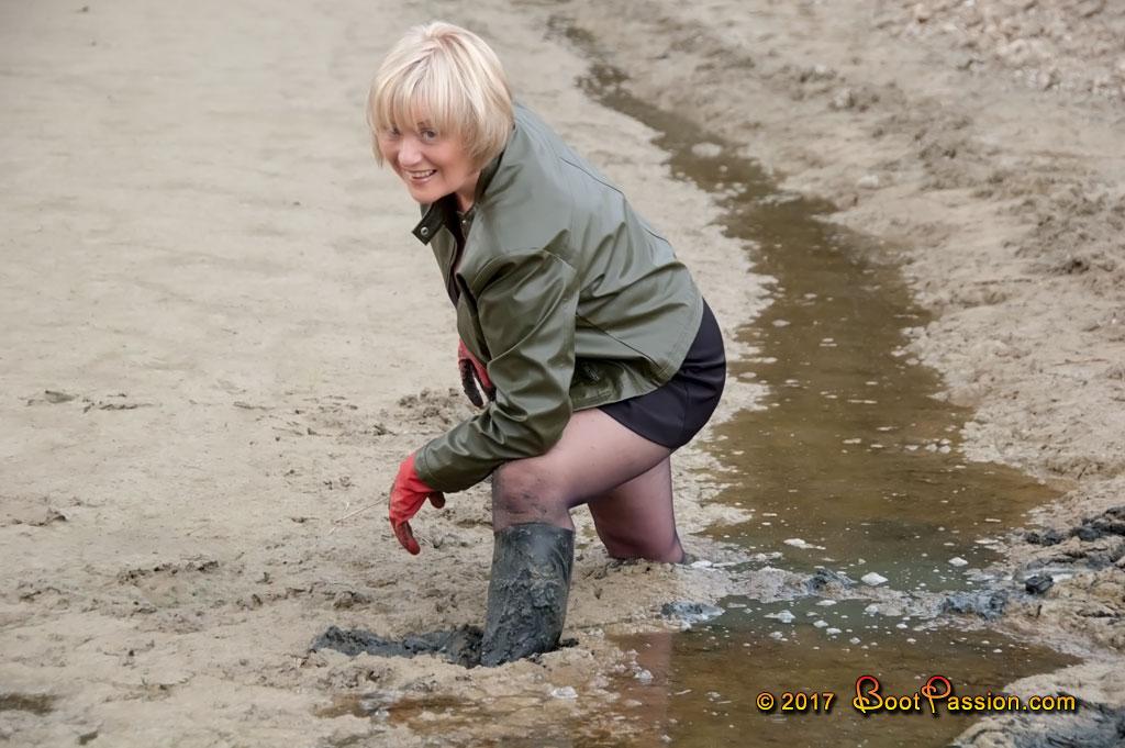Cапожные женщины в грязи. - Страница 2 P610_02